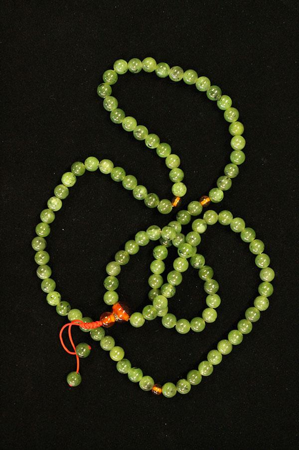 зеленый нефрит четки