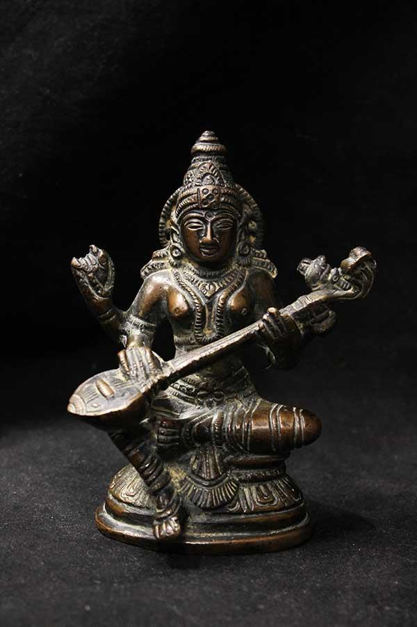 Индийская статуэтка, богиня искусства Сарасвати